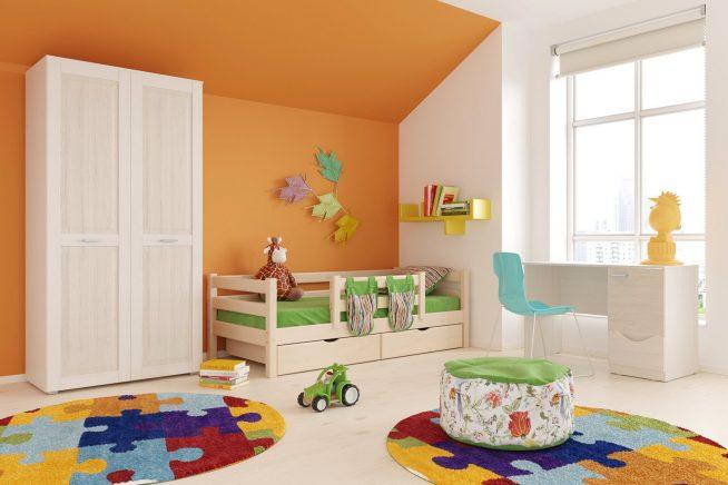 Детская кроватка с уютными карманами и ящиками для игрушек