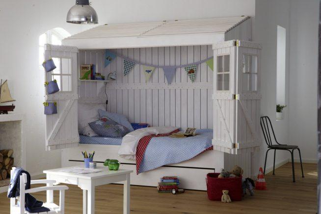 Кровать-домик в комнате дошкольника