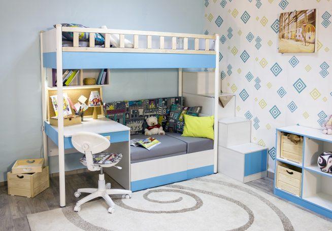 Детская кроватка с рабочим столом и диванчиком