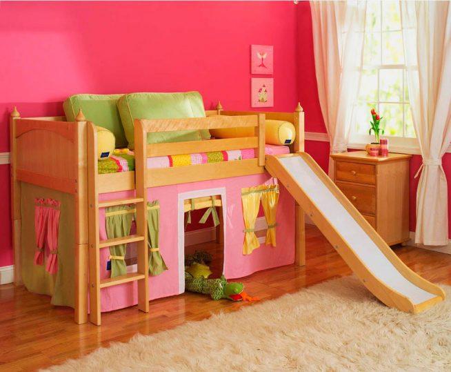 Двухъярусная кроватка для девочки с игровым уголком