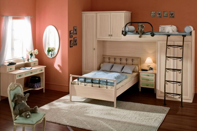 Эффектная двухъярусная кровать для двух подростков