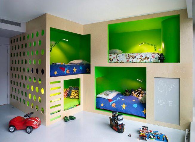 Двухэтажная кровать для нескольких детей