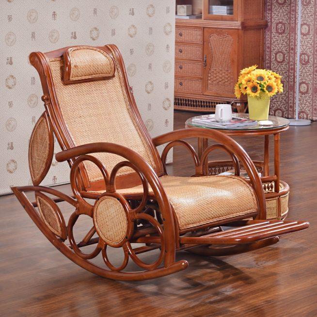 Эффектное кресло из лозы и дерева