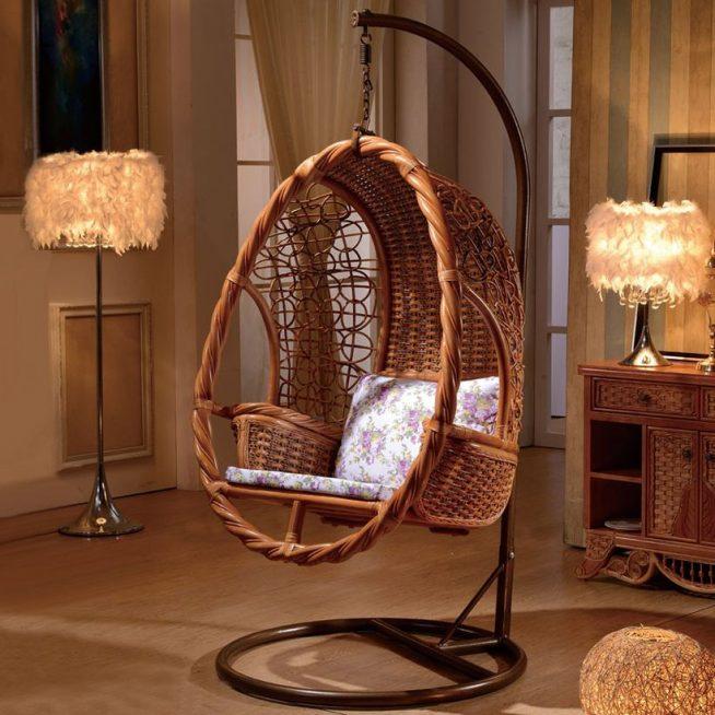 Плетёное подвесное кресло на стационарном основании