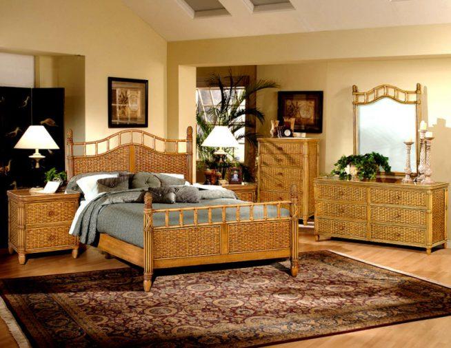 Интерьер спальни с мебелью из ротанга