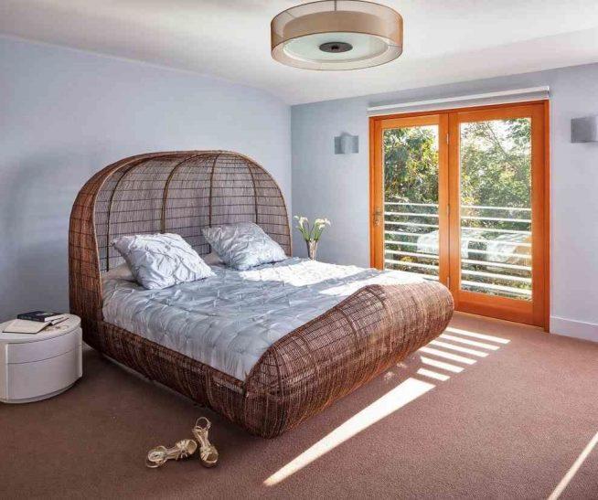 Эффектная плетёная кровать
