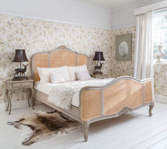 Спальня с плетёной кроватью в стиле прованс