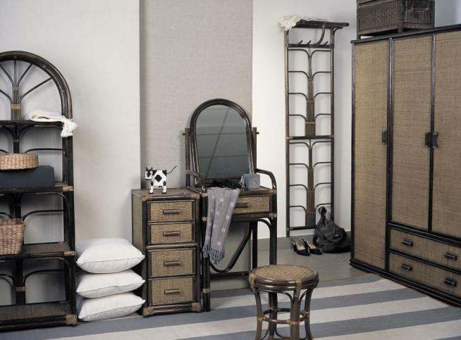 Интерьер прихожей с плетёной мебелью