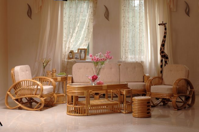 Стильный комплект мебели из ротанга для детской комнаты