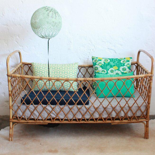 Традиционная кроватка для малыша из ивовых прутьев
