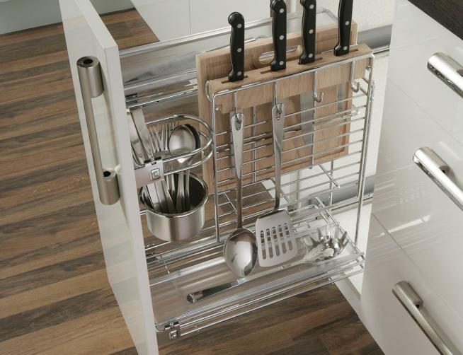 Выдвижная конструкция для хранения на кухне
