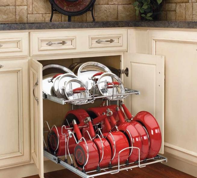 Хранение на кухне сковородок и крышек