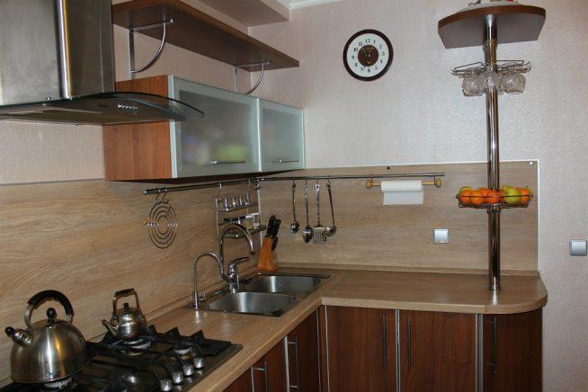 Хранение на кухне на открытых рейлингах