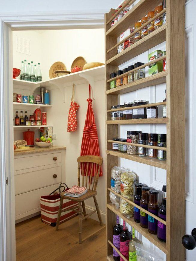 Дверь на кухню в форме кладовки