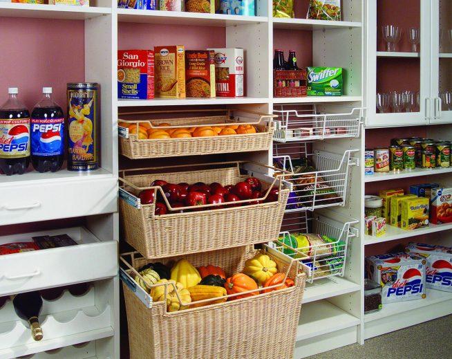 Корзины для овощей в кладовке