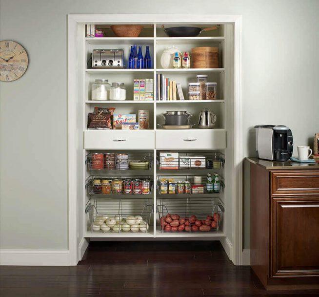 Открытая кладовка в кухонной нише