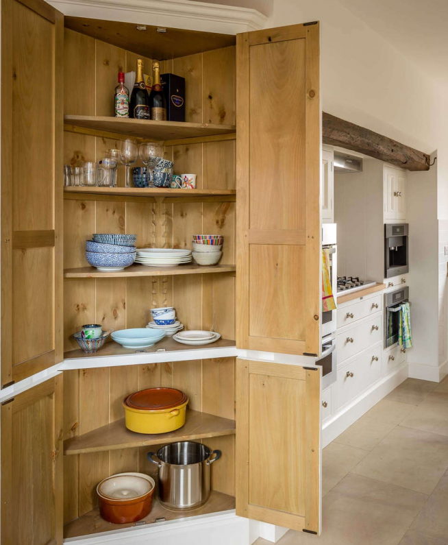 Кладовка-шкаф на кухне
