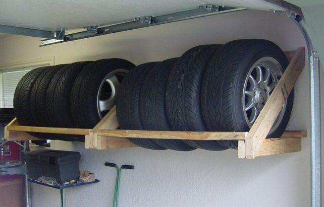 Подставка для колёс под потолком гаража