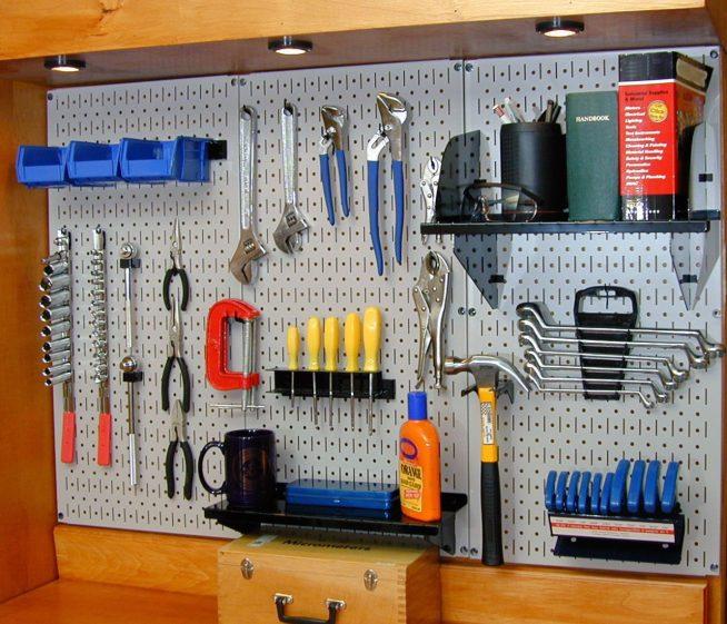 Панель для инструментов в гараже