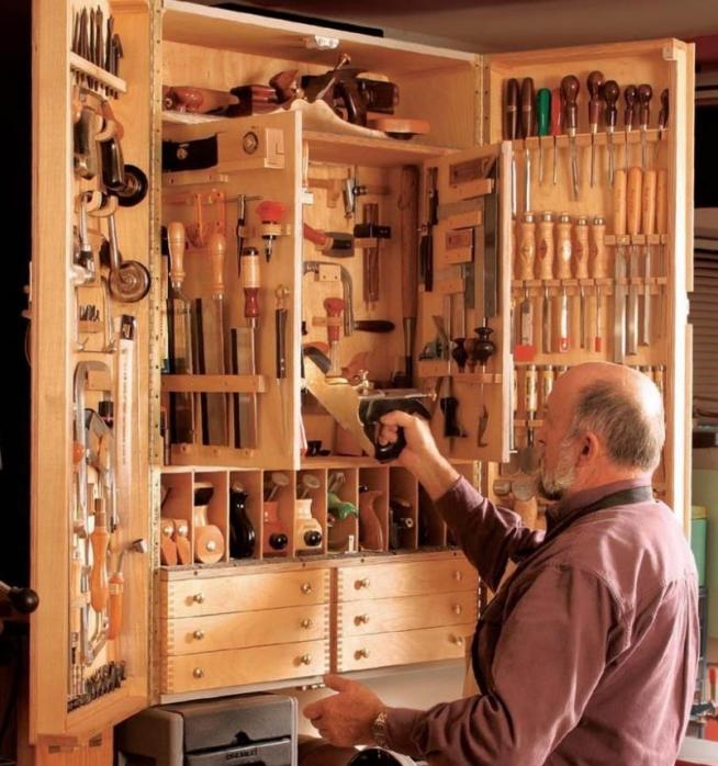 Удобный шкаф для плотника