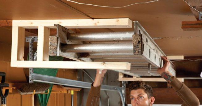 Способ хранения стремянки в гараже