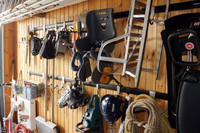 Хранение спортивного инвентаря на балконе