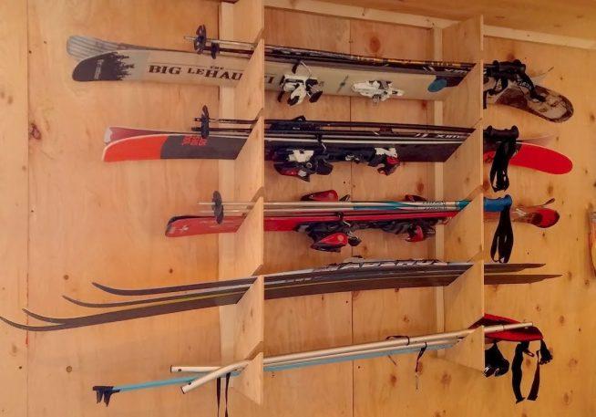 Хранение лыж на балконе