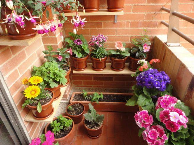 Самодельные полки для цветочных горшков