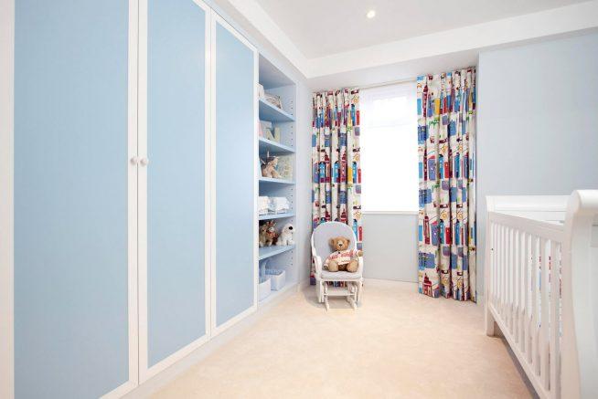 Встроенный шкаф в детской комнате