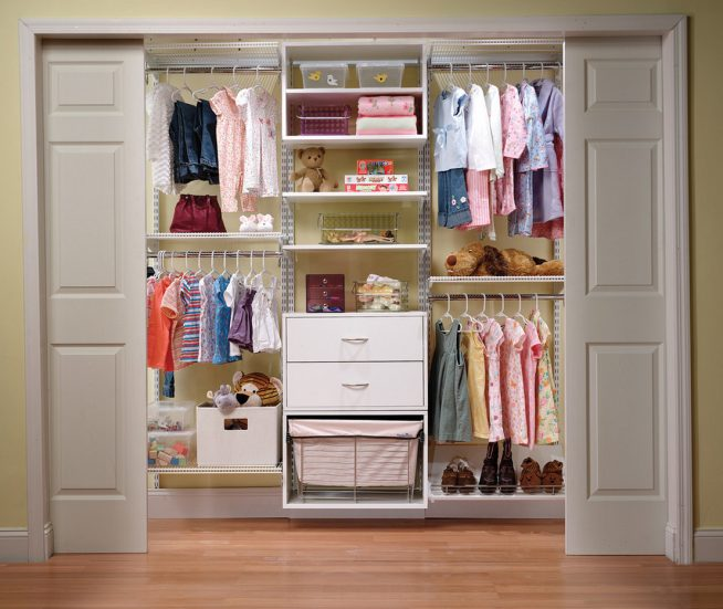 Шкаф-купе в комнате девочки