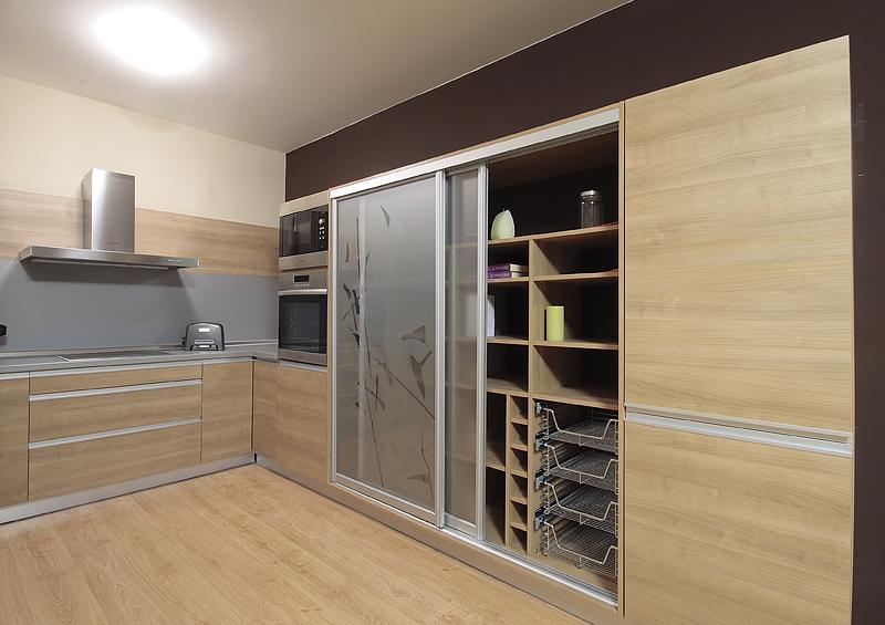 встроенные кухонные шкафы фото известно