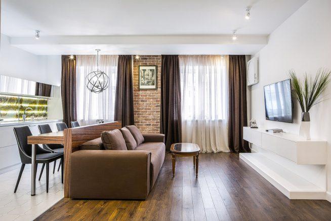Отделение кухни от гостиной функциональным диваном
