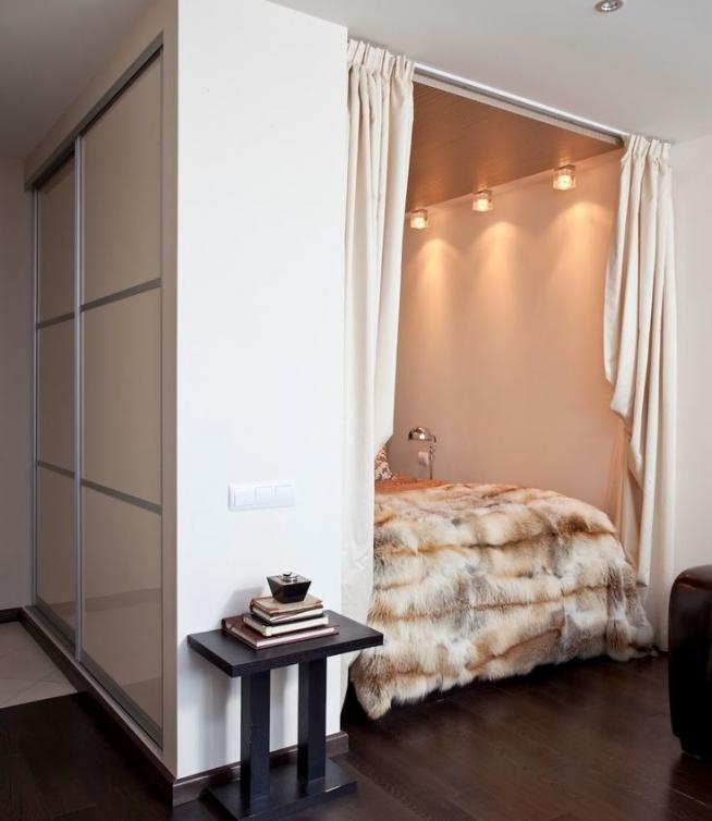 Кровать в нише за шкафом