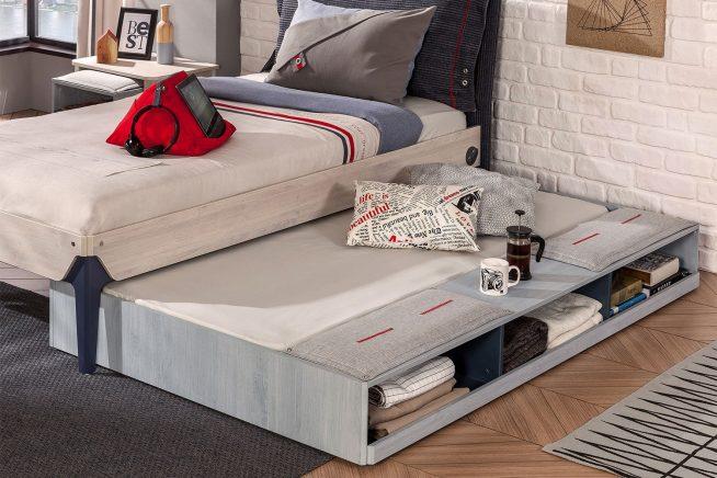 Выдвижная кровать в студии