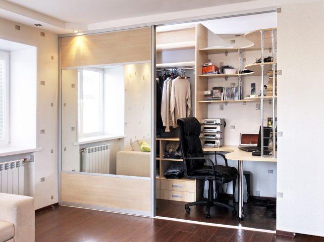 Платяной шкаф с рабочим местом