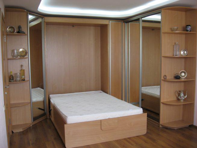 Встроенная кровать в интерьере студии