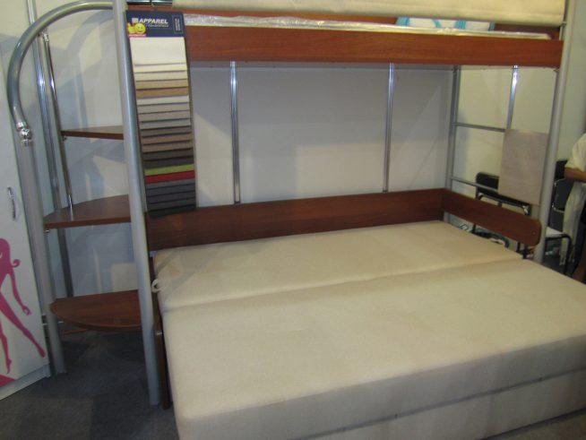 Двухъярусный диван с большой кроватью