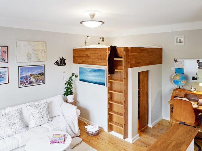 Встроенный детский уголок со шкафом в маленькой студии