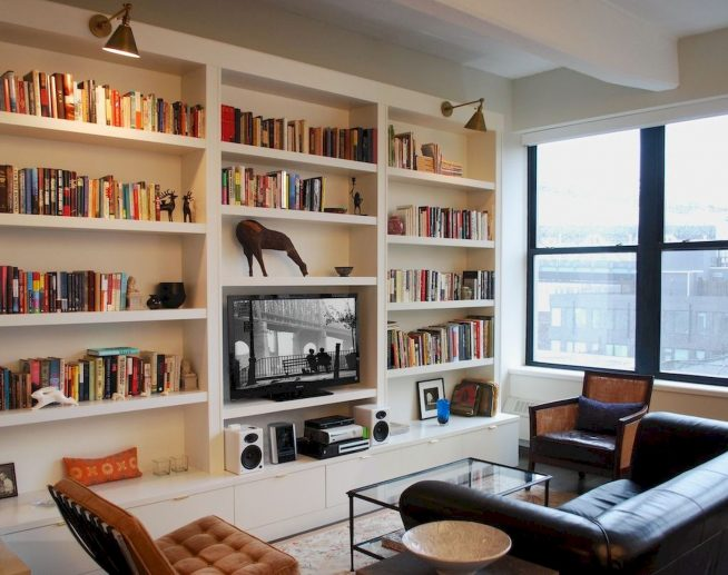 Книжный стеллаж с нишей под телевизор