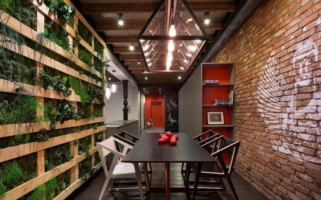 Эффектное оформление маленькой комнаты в стиле эколофт