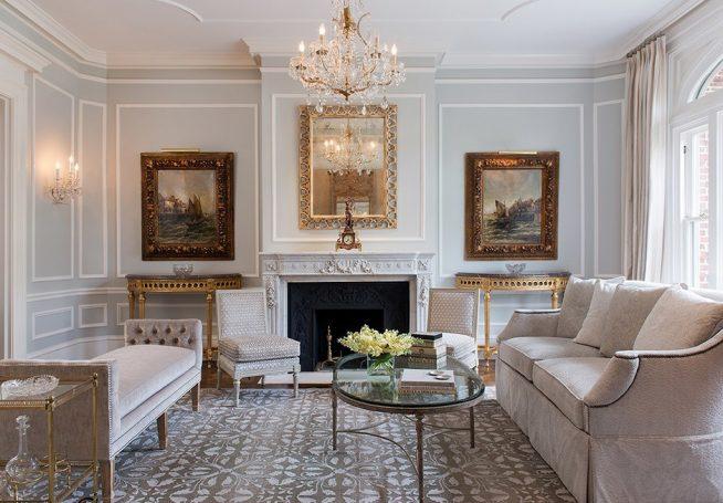 Картины в интерьере классической гостиной
