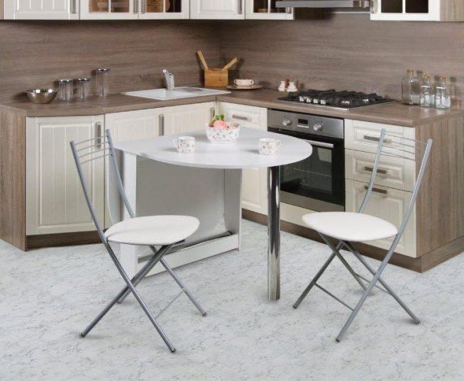 Комплект складной мебели на кухне