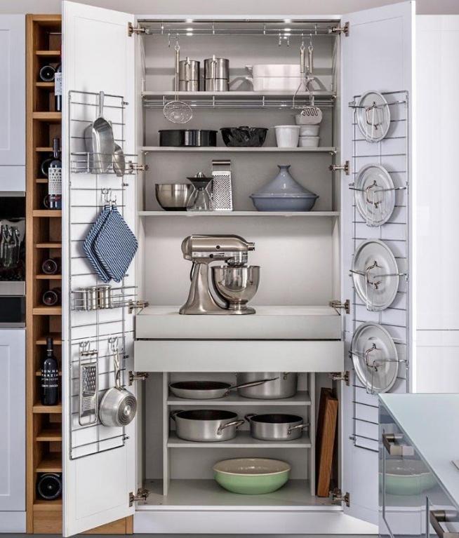 Хранение посуды в кухонном шкафу
