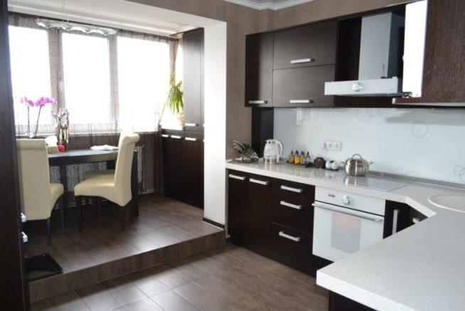 Кухня, объединённая с балконом