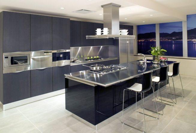 Современная кухня с металлической столешницей