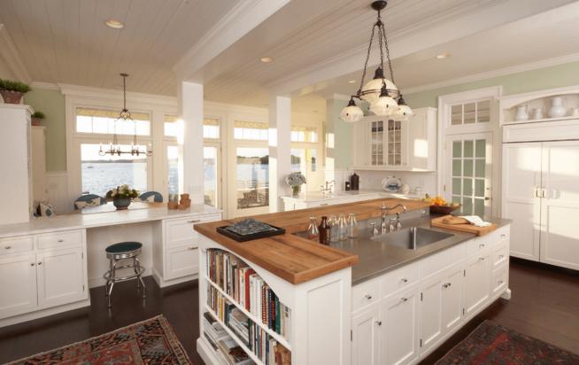 Кухонный остров с книжным стеллажом