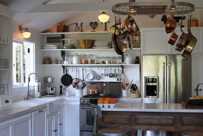 Рейлинг для посуды в старинном стиле