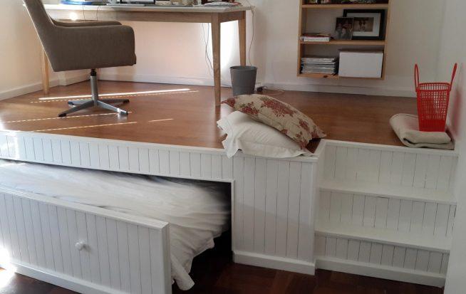 Выдвижная кровать с функциональным подиумом