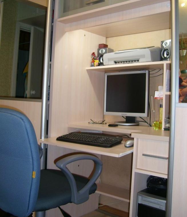 Встроенный в шкаф рабочий стол
