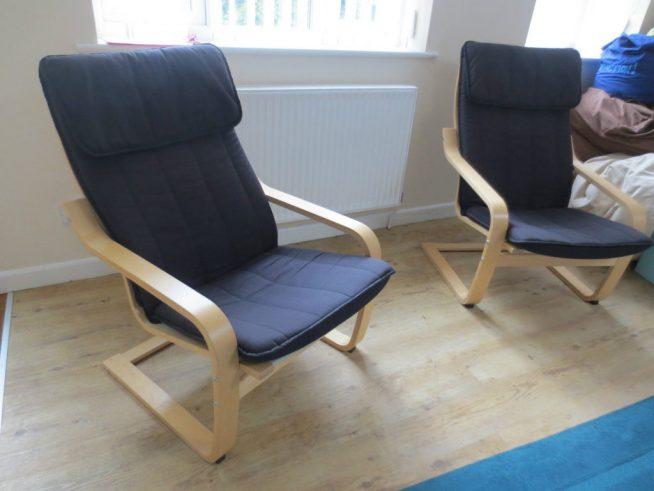 Компактные кресла в интерьере маленькой спальни